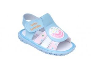 妈妈小心孩子穿鞋不当伤害宝宝的小脚丫